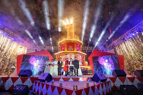 明星空降成都蓉城 引爆平安夜大悦城一周年庆典
